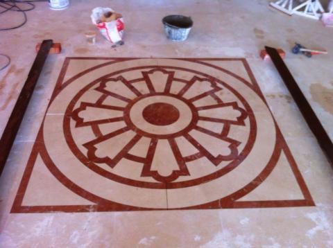 Diseño en Crema Real y Rojo Alicante
